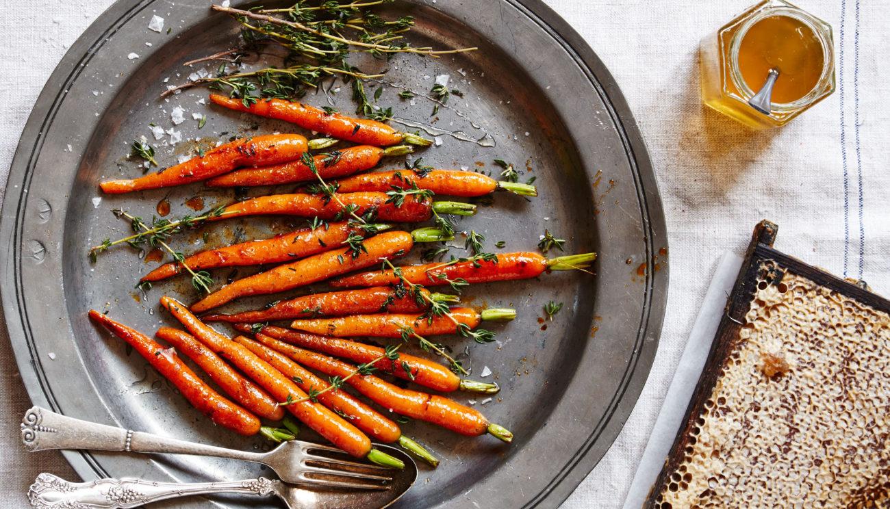 Gulerødder glaseret i honning, gulerodssaft og timian