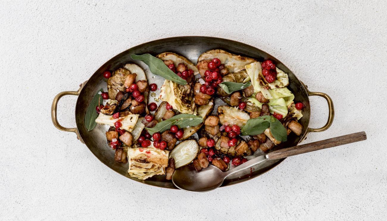 Bagte jordskokker med ribs, pancetta og rosmarin