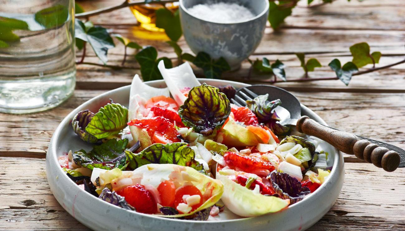 Julesalat med gulerødder, valnødder, blodappelsin og parmesan