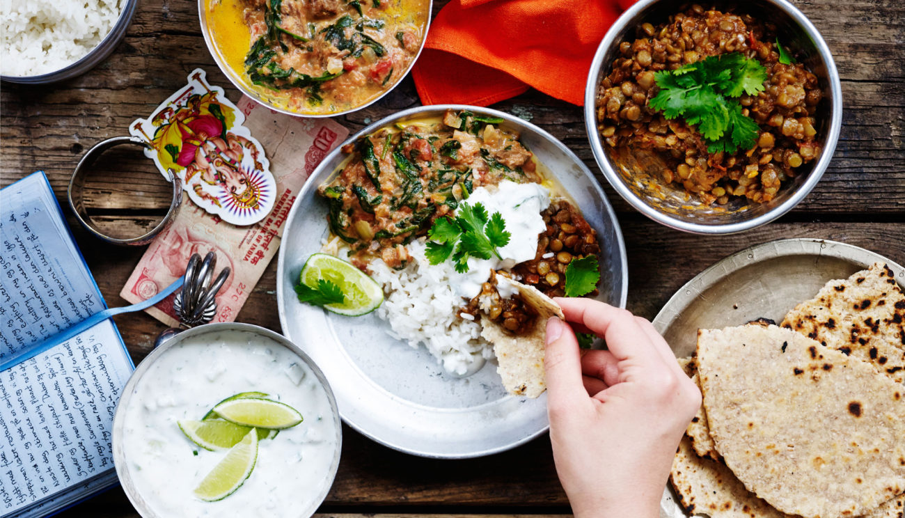 Lam i spinat, daal, ris og raita