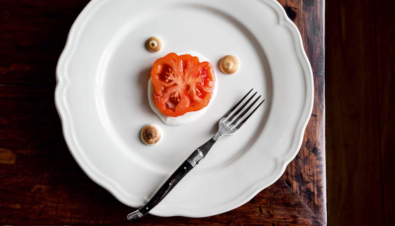 Bagt tomat med brændt marengs og luftig yoghurt