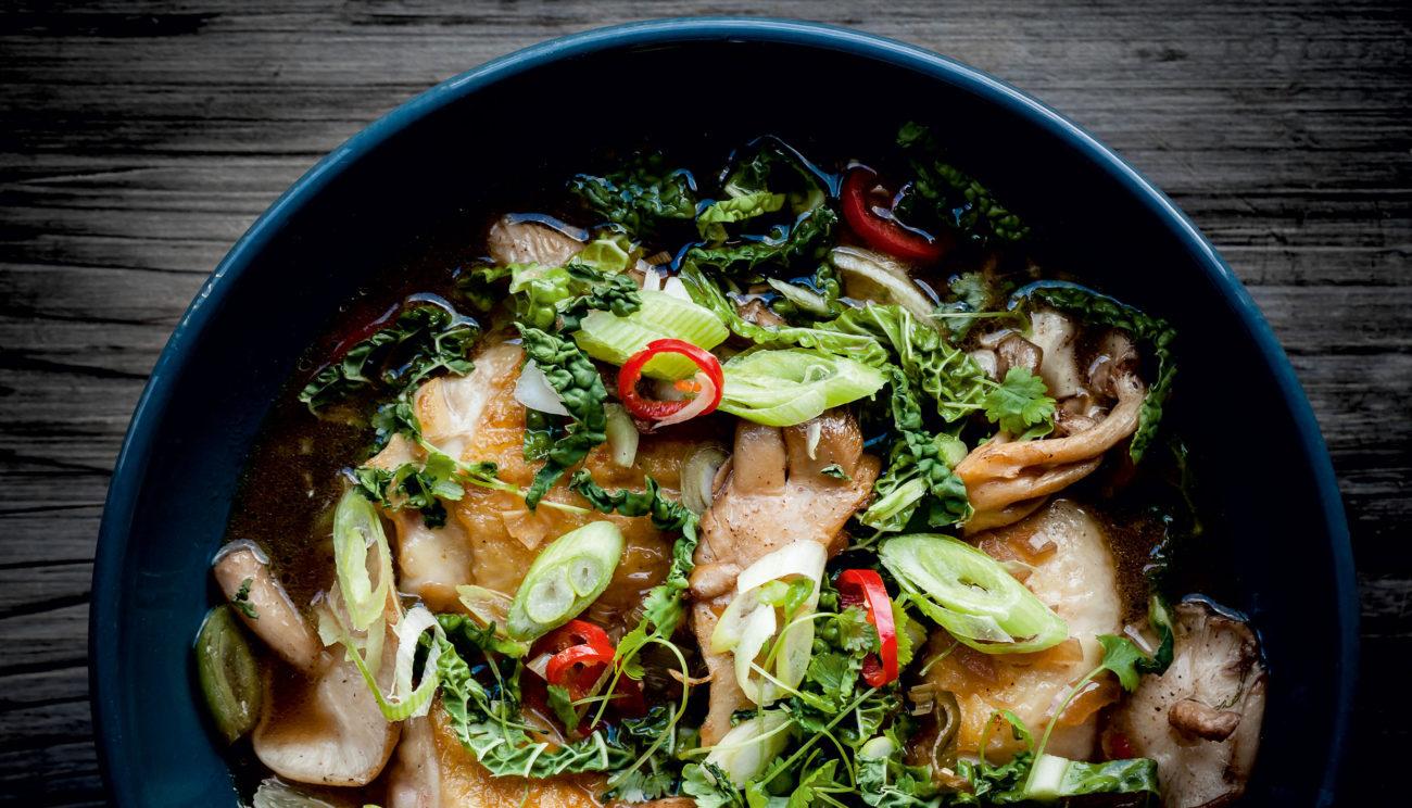 Thaisuppe med kylling og kål