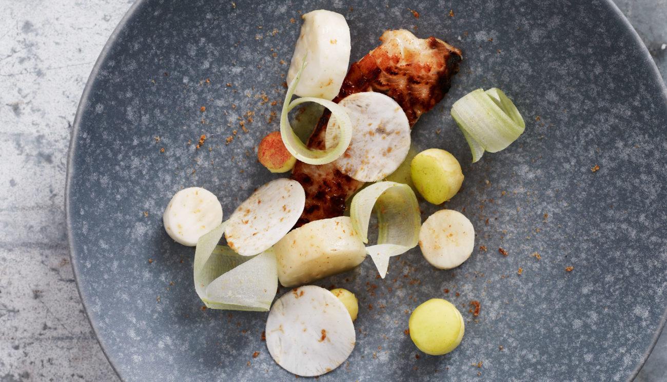Ristet stenbider med æble, selleri og kærnemælk