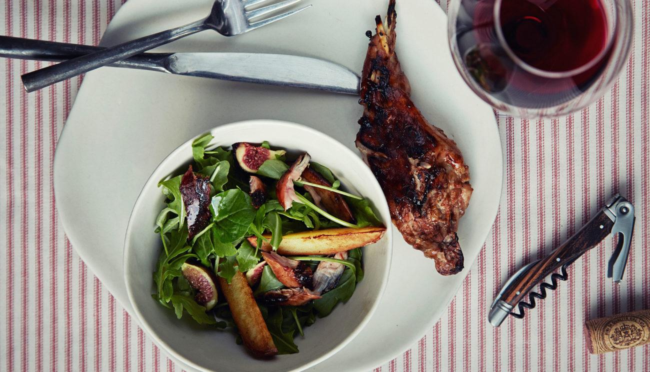 Salat med sprængt hare og figner