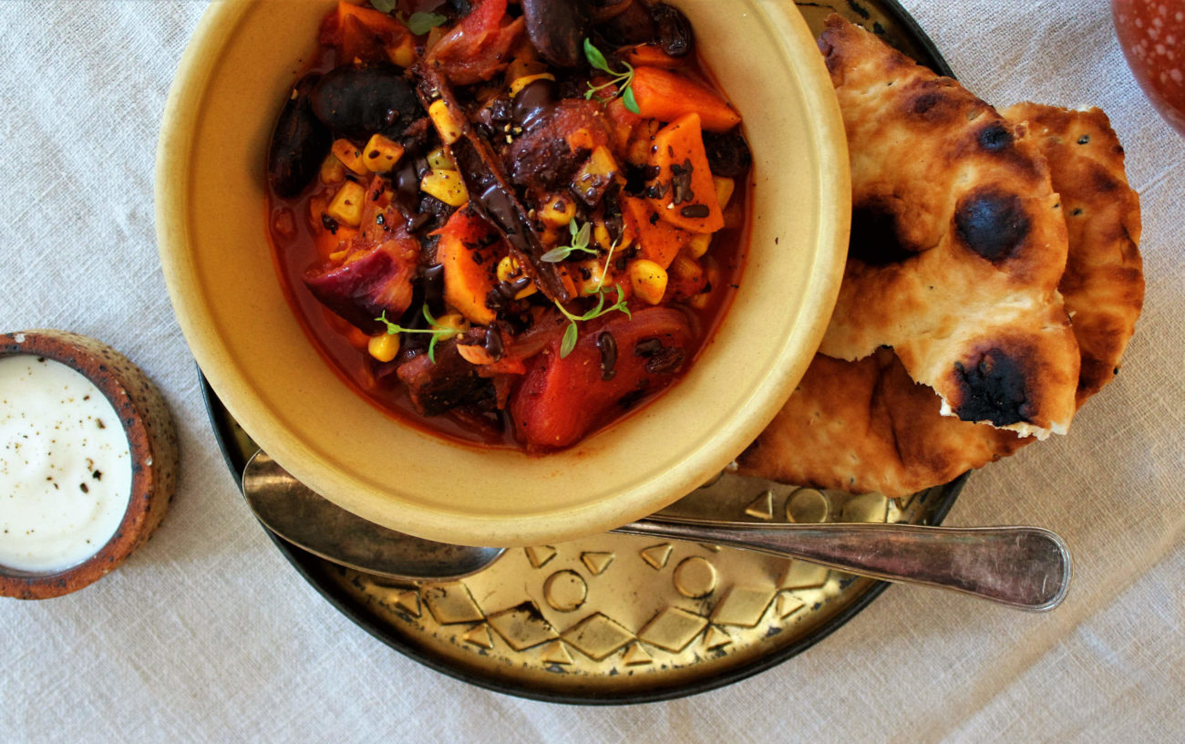 Chili sin carne med sød kartoffel og hestebønner