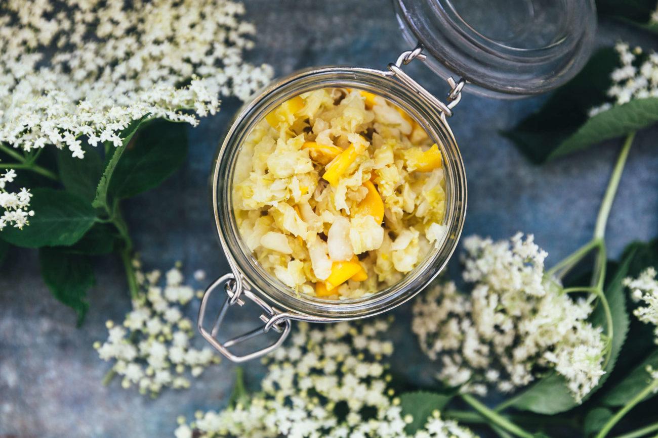 Sommerkraut med hyldeblomst og saltede citrusfrugter