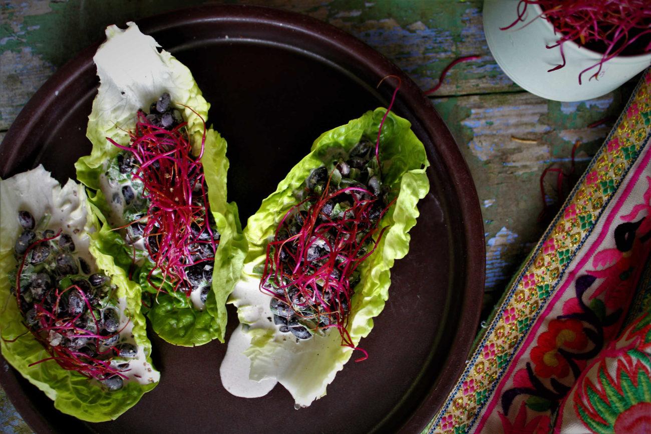 Glutenfri tacos med bønnefyld og røde spirer
