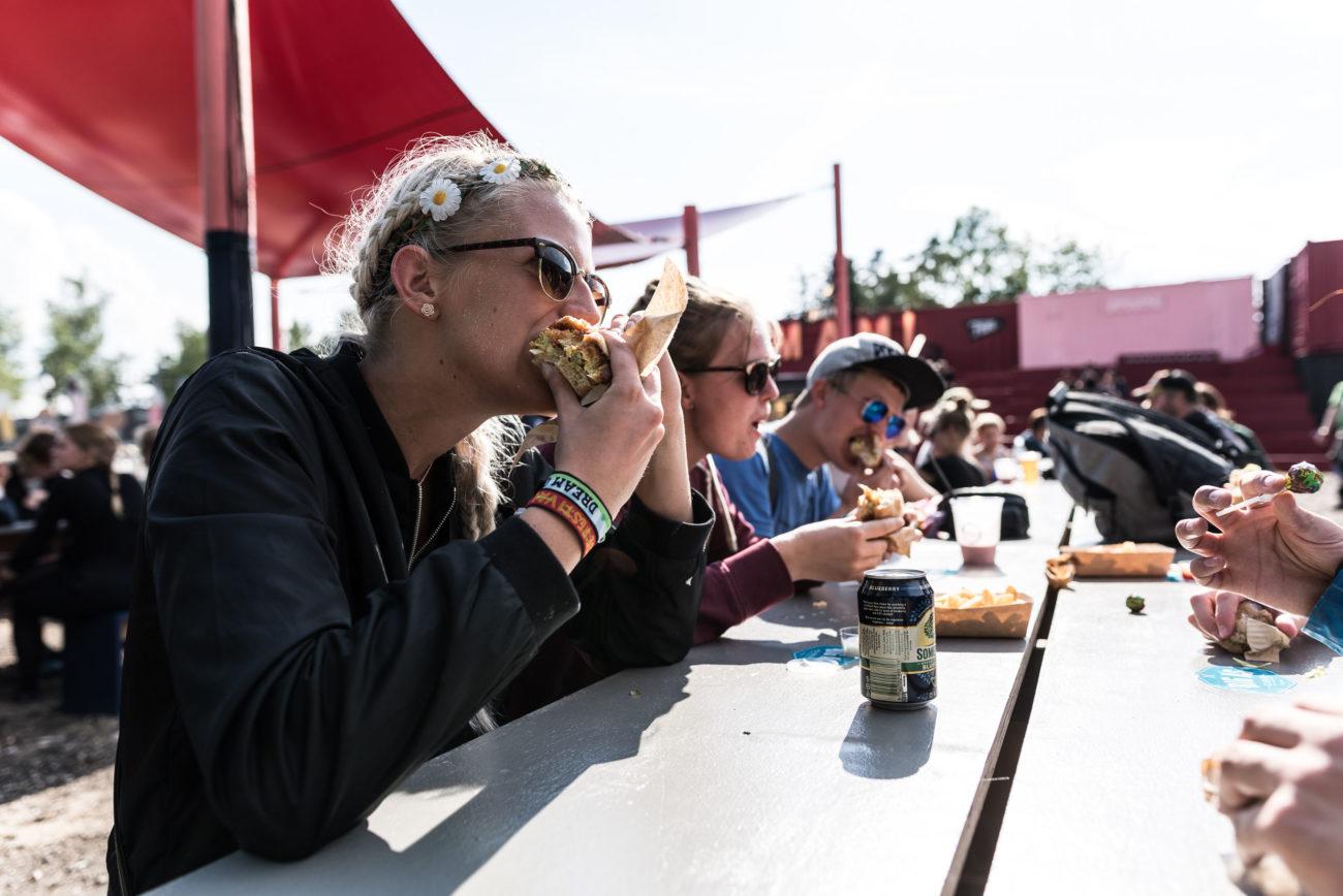 Velsmag og velgørenhed på Roskilde Festival