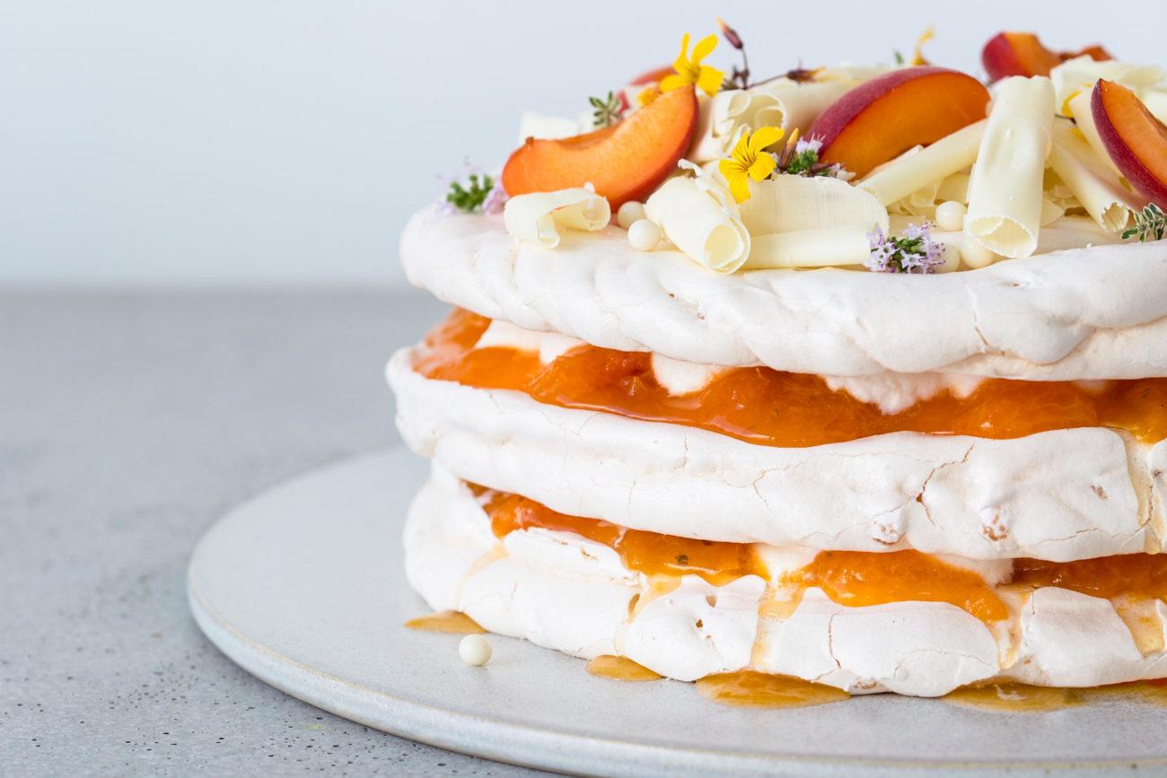 Marengslagkage med amaretto, abrikos og timian