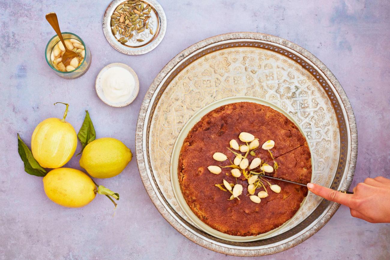 Krydret mazarinkage med citrus, kardemomme og mandelcrunch