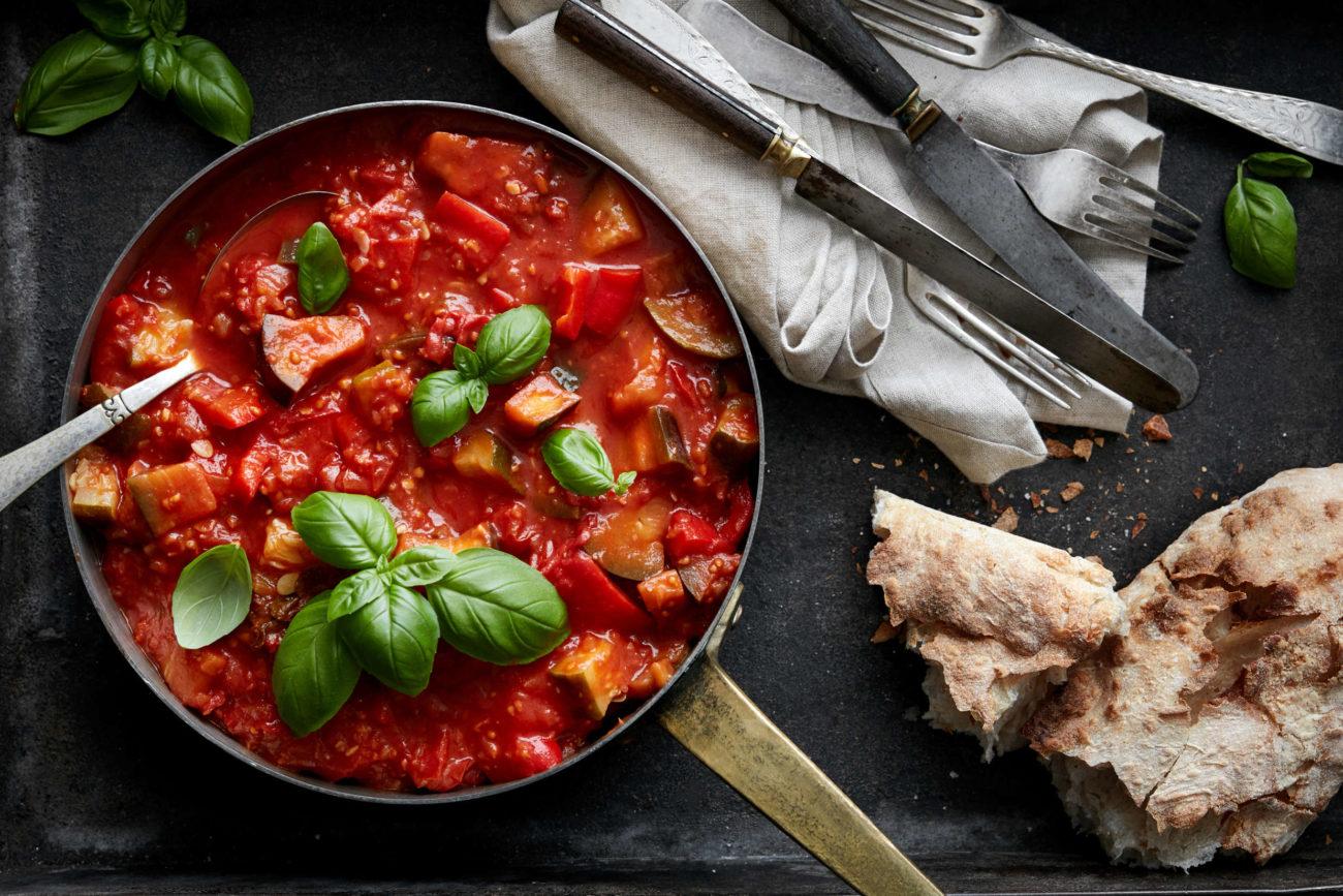 Klassisk ratatouille med peberfrugt, squash og auberginer