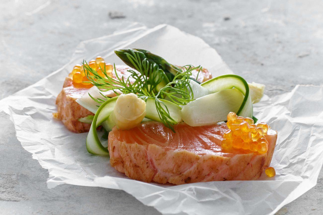 Rimmet laks med grillkant og asparges