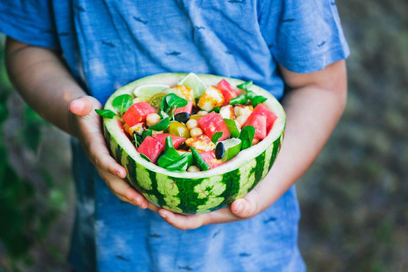 Vandmelonskåle med salat og halloumi