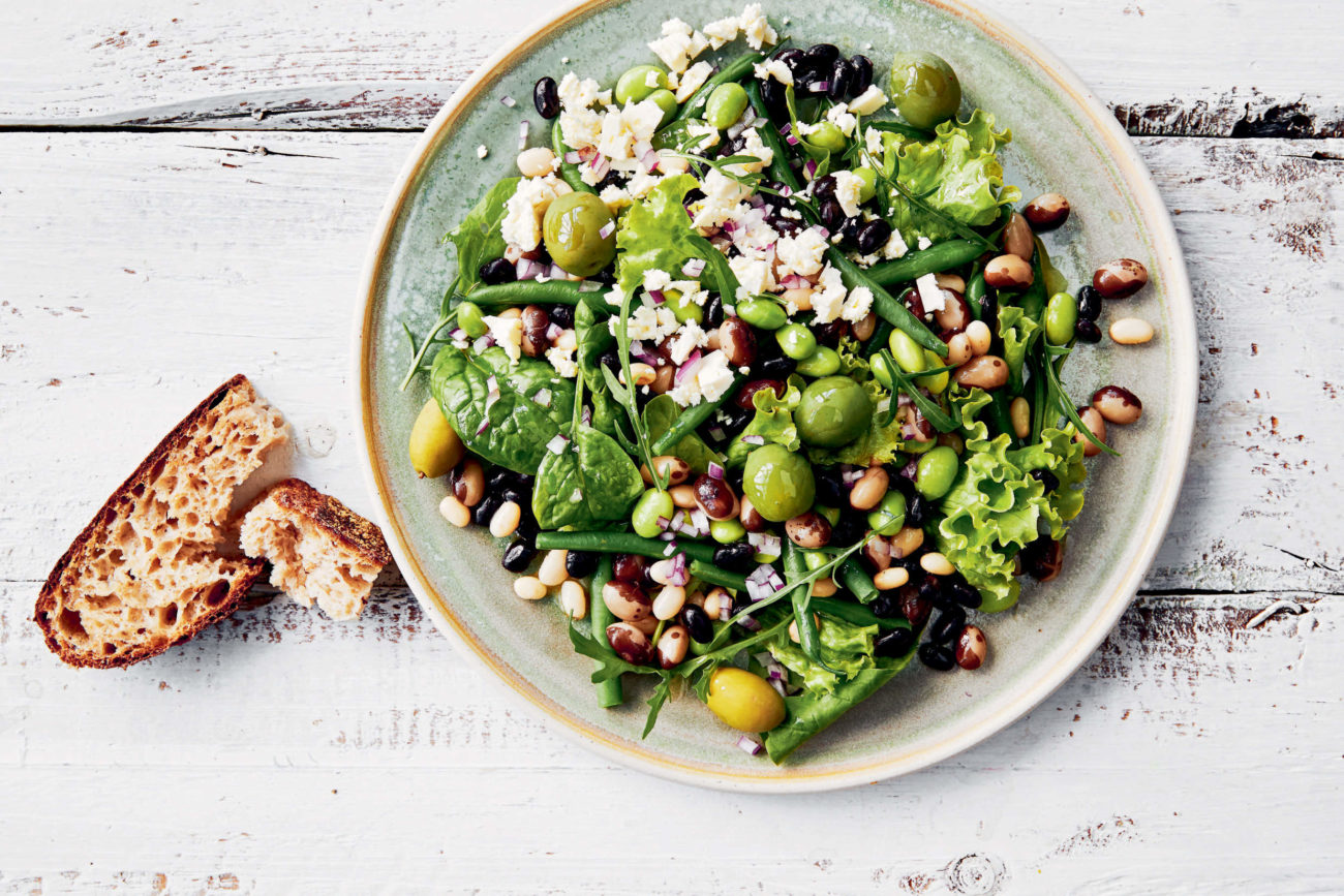 Multinbønnesalat med feta og oliven