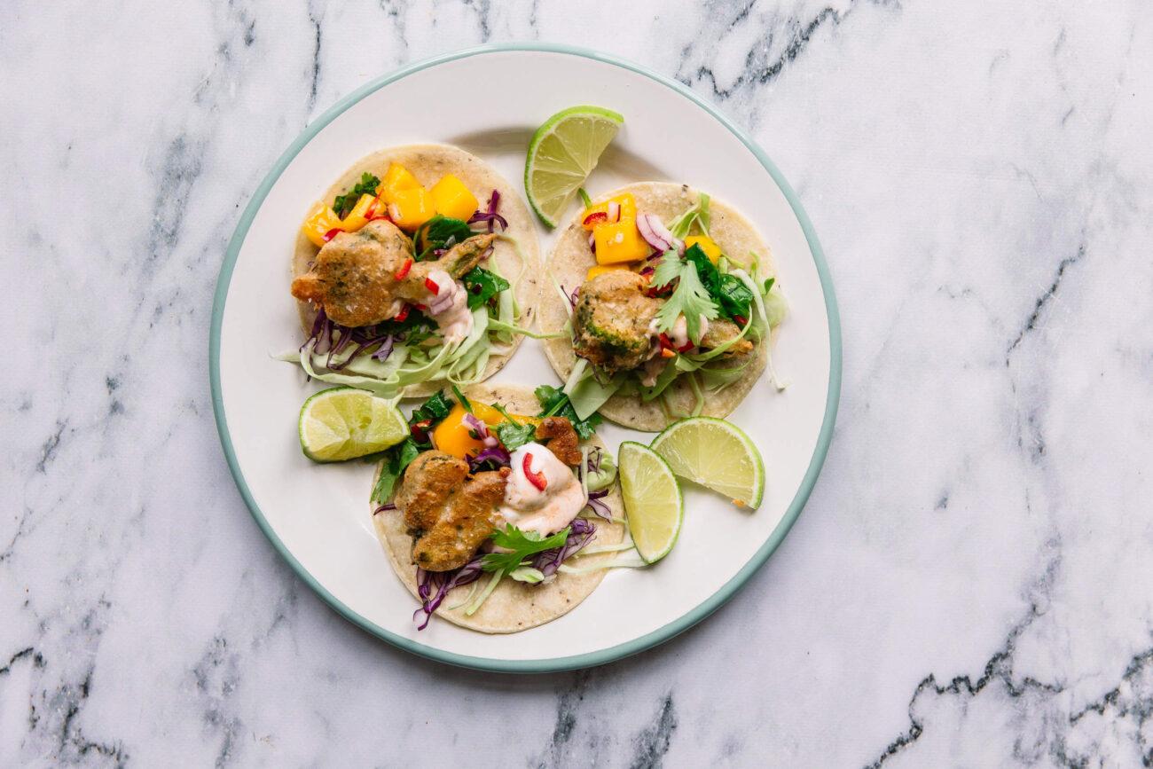 Mexi-fest med tacos, friteret broccoli og mangosalsa