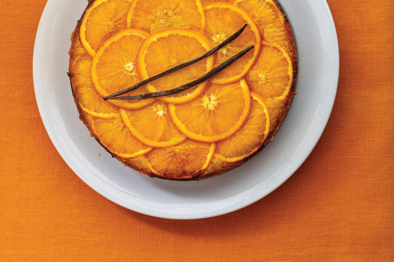 Semolinakage med appelsinsirup